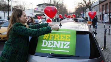 Autokorso der Herzen für Deniz Yücel